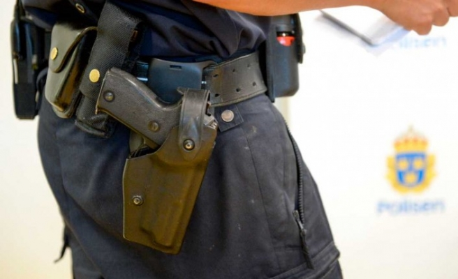 İsveç'te polis memuru ilk iş gününde silahını tuvalette unuttu