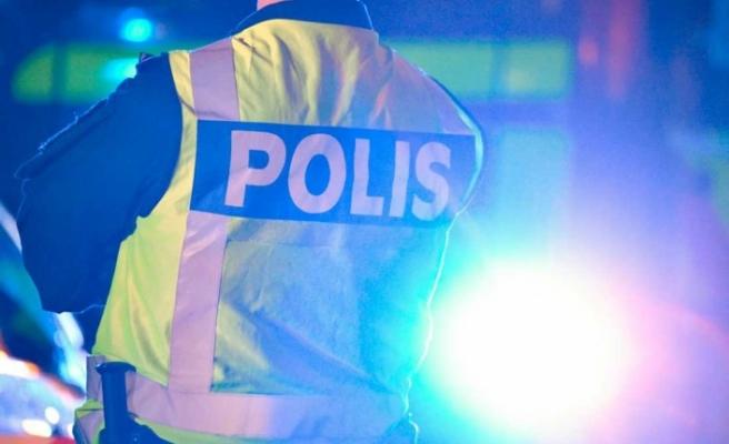İsveç'te hırsızlar sert kayaya çarptı