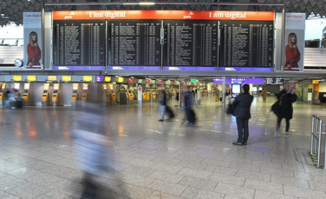 Sabine kasırgası ülkeyi felç etti: 350'den fazla uçuş ile bazı tren seferleri iptal edildi