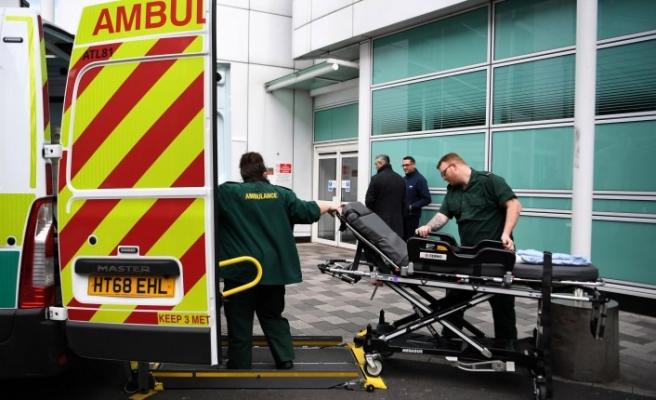 İngiltere'de 18 yaşındaki genç koronavirüs nedeniyle hayatını kaybetti