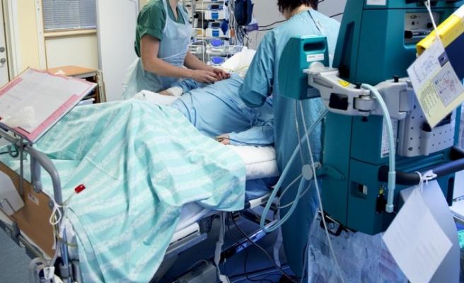 Stockholm'de koronavirüse yakalanan iki doktor yoğun bakımda yaşam mücadelesi veriyor