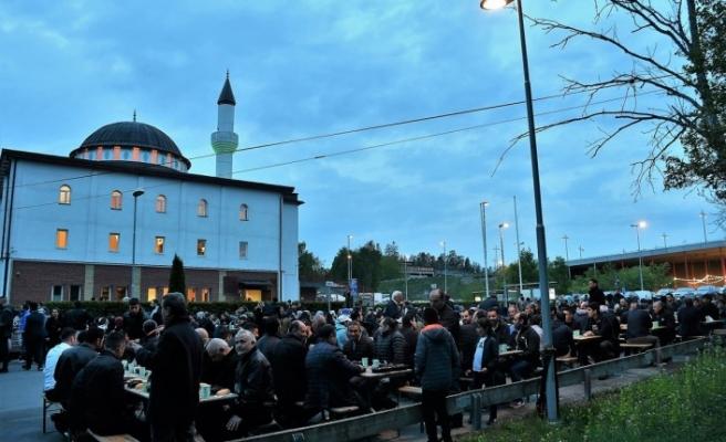 Korona nedeniyle Fittja Ulu Camisi'nde teravih namazı kılınmayacak