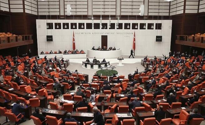 Türkiye koronavirüs salgınına karşı ekonomik tedbir paketi yasalaştırdı