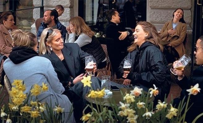 Zengin kadınlar karantina uygulanmayan İsveç'e  akın ediyor! Uçak bileti 14 bin lira...