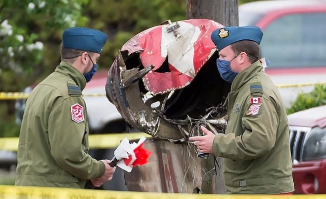 Covid-19'a karşı halka moral uçuşu yapan Kanada uçağı düştü