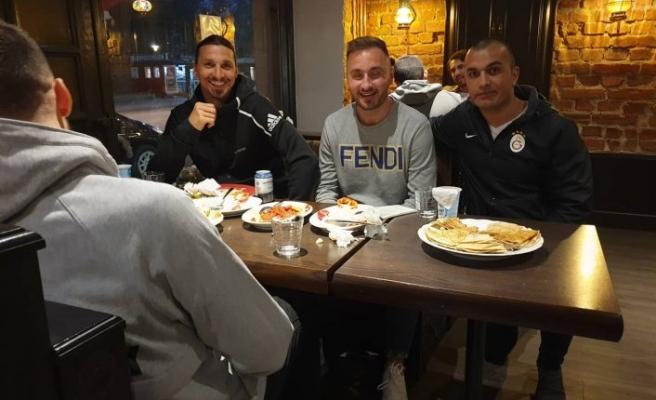 İbrahimovic oruç açan futbolculara eşlik etti
