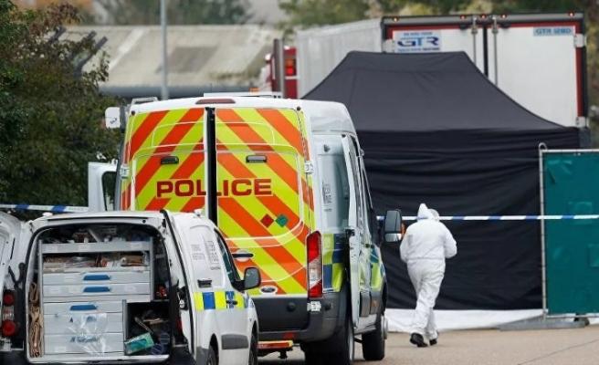 İngiltere'de TIR arkasında bulunan 39 cesetle ilgili Belçika ve Fransa'da 26 kişi tutuklandı