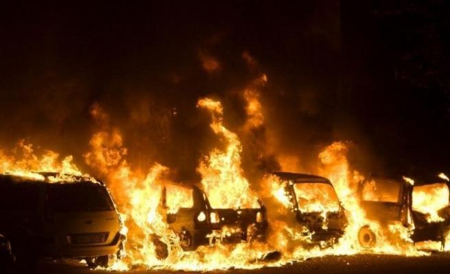 Jönköping'de ateşe verilen araçlardan dokuzu kül oldu
