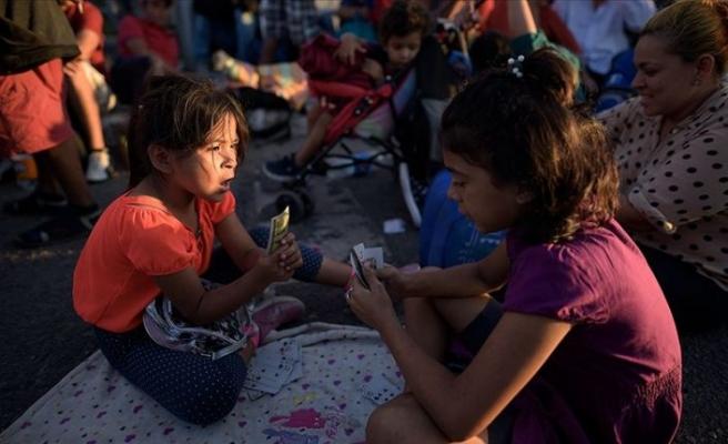 Koronavirüs riskine rağmen 1000 göçmen çocuğu sınır dışı ettiler!