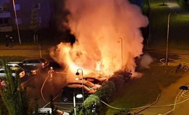 Göteborg'da 30 araç ateşe verildi