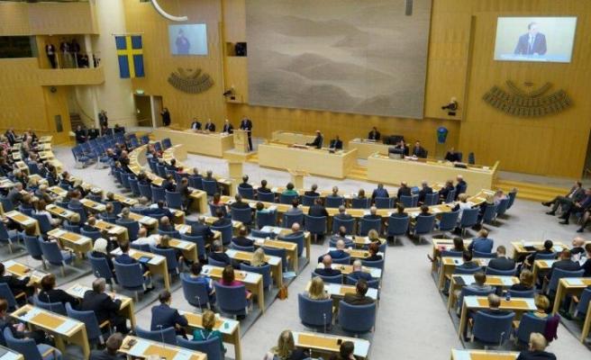 İsveç parlamentosu Covid-19 nedeniyle risk grubunda olanlara 90 günlük ekonomik destek paketini onayladı
