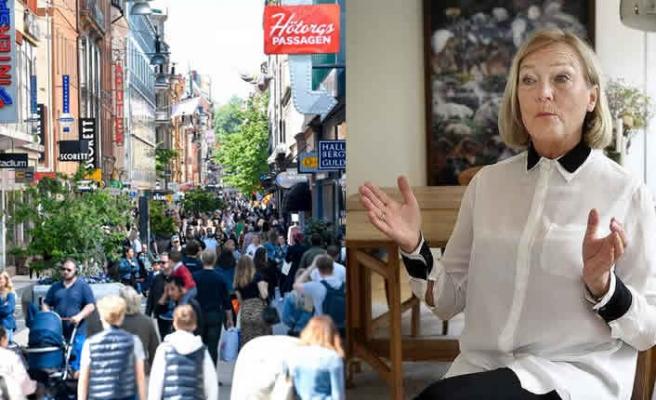 İsveçli doktor: Gençler sosyal mesafe konusunda daha duyarlı olmalı