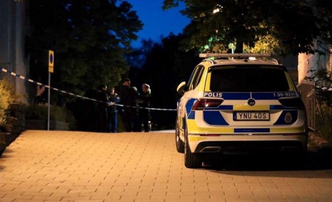 Stockholm banliyö tren istasyonu yakınında bir genç öldürüldü