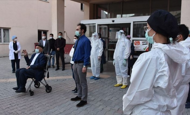 Türkiye'de Kovid-19'dan iyileşen hasta sayısı 141 bin 380'e yükseldi