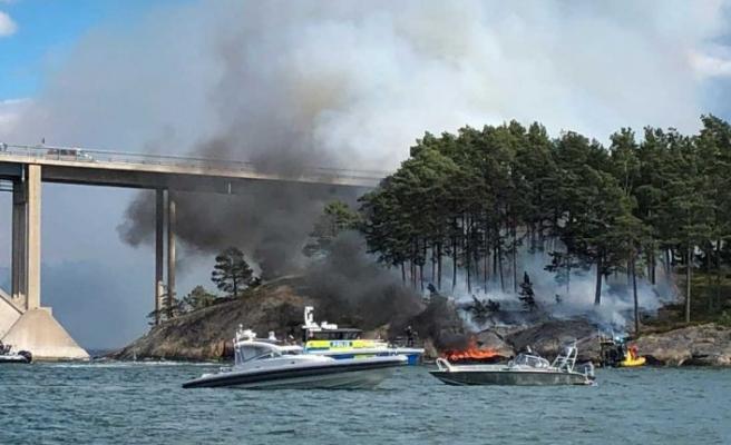 Djuröbron'da tekne yangını karaya sıçradı