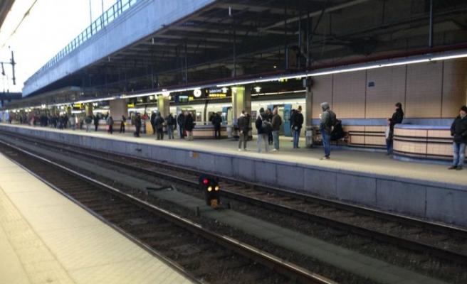 Tren istasyonunda bir genç bıçaklandı