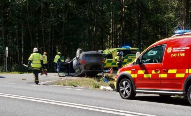 Takla atan araçtaki dört kişi ağır yaralandı