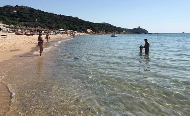 Sardinya Adası'ndan 2 kg kum çalmaya çalışan turiste bin euro ceza