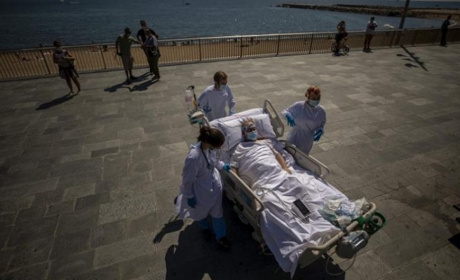Yoğun bakımdaki Covid-19 hastalarına 'güneş banyosu' tedavisi