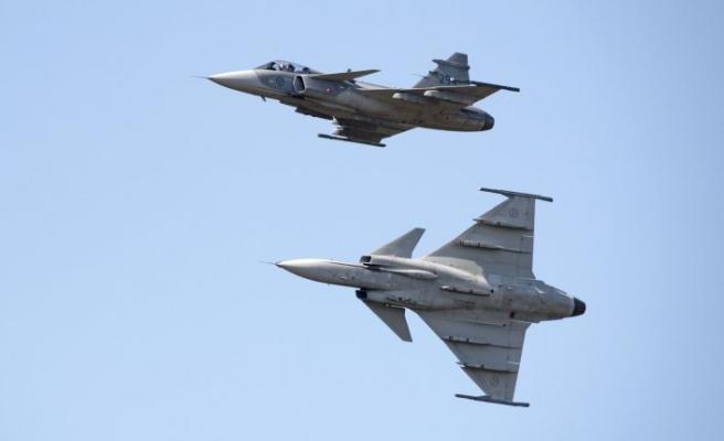İsveç Hava kuvvetlerinde Covid-19 alarmı