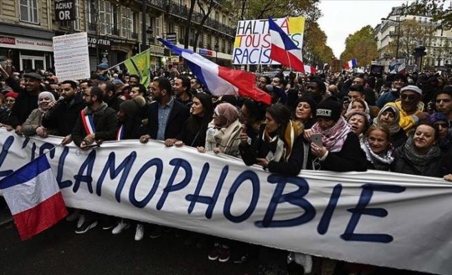 Fransa'da Müslümanlar üzerindeki baskı devlet eliyle şiddete dönüştü