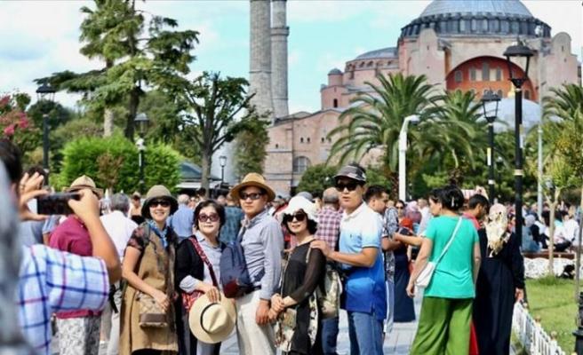 Türkiye'de yabancı turistler sokağa çıkma kısıtlamasından muaf tutulacak