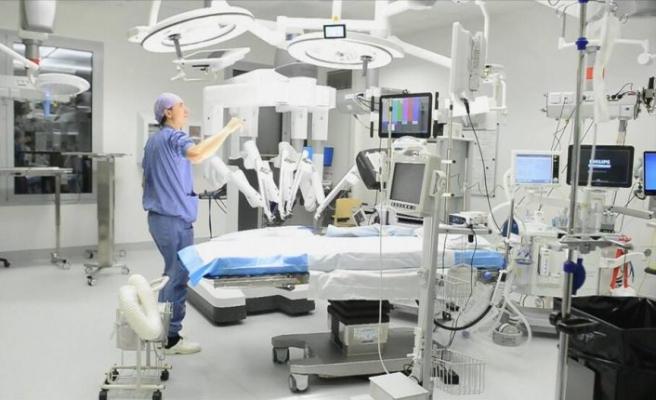 Ameliyat sırasında ameliyat robotu yanmaya başladı