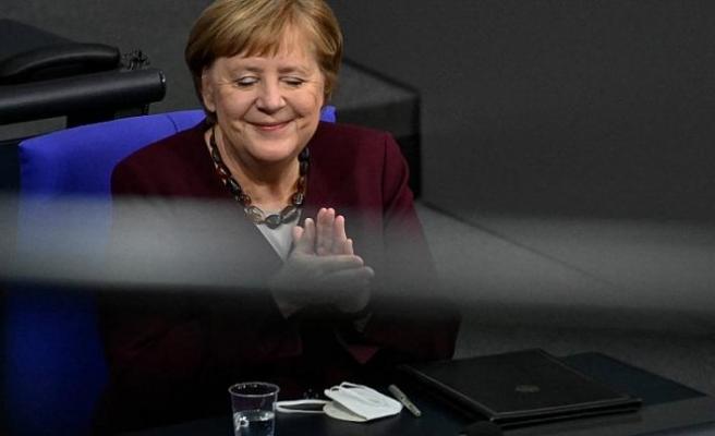 Merkel'den Covid-19 aşısını bulan Uğur Şahin ve eşi Özlem Türeci'ye övgü