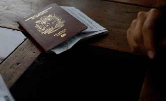 Sahte pasaportlu göçmen Havalimanı'nda yakalandı