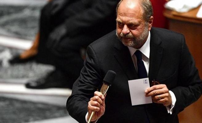Adalet Bakanı hakkında 'yasa dışı menfaat sağlamaktan' soruşturma açılacak