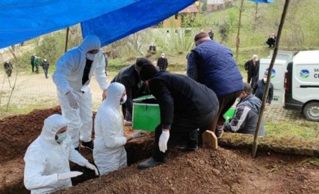 Aynı aileden 10 kişinin yakalandığı koronavirüsten beşi hayatını kaybetti, beşi hayat mücadelesi veriyor