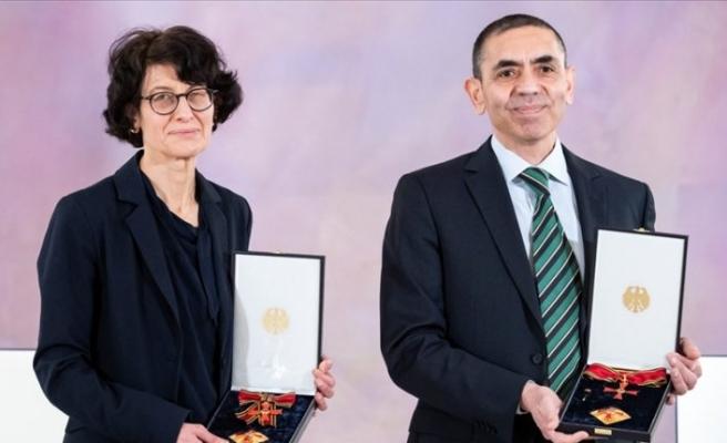 Prof. Dr. Uğur Şahin ve eşi Dr. Özlem Türeci'ye liyakat nişanı verildi