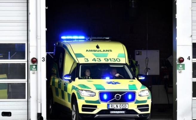 Üstüne dolap düşen genç işçi hastaneye kaldırıldı