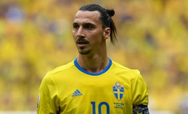 Zlatan Ibrahimovic İsveç formasını giymeye devam edecek