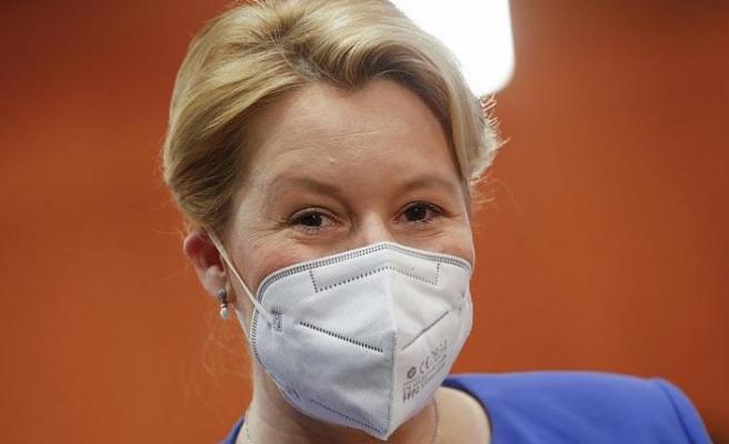 Aile Bakanı Franziska Giffey intihal suçlamaları nedeniyle istifa etti