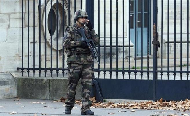 Fransa'da askerler, ikinci bir bildiriyle yine 'iç savaş' uyarısında bulundu