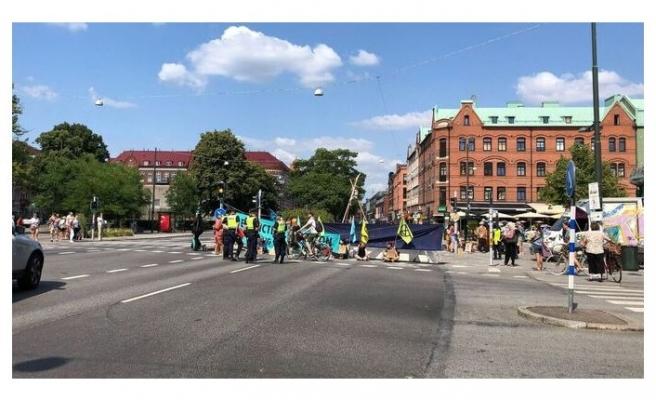 Malmö'de iklim aktivistleri trafiği durdurdu