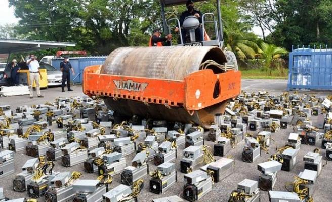 Polis, Bitcoin madenciliğinde kullanılan cihazları silindirle imha etti