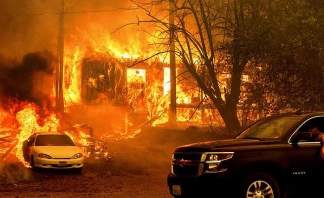 California'da eyalet tarihinin en büyük ikinci yangını söndürülemiyor