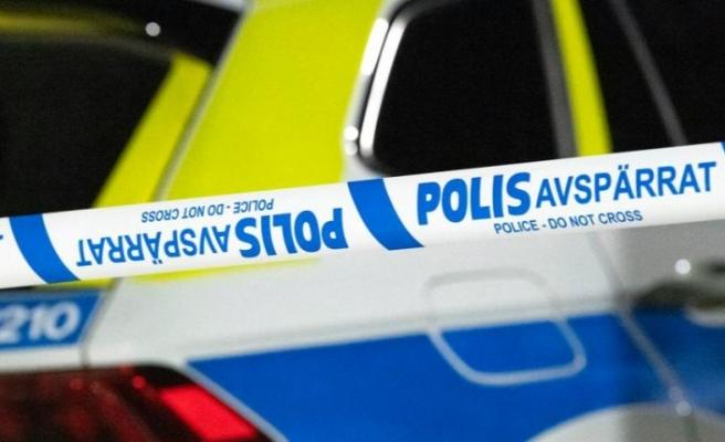 Göteborg'da bir evde günlerdir süren partide, mutfak tezgahı altında ceset bulundu