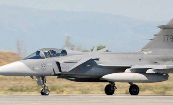 İsveç Afganistan'ı bombalayarak savaş uçaklarının reklamını yapmak istemiş