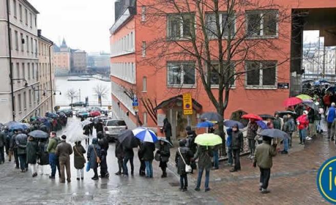 5 Bin İsveçli su altı tünelini görmek için sıraya girdi!