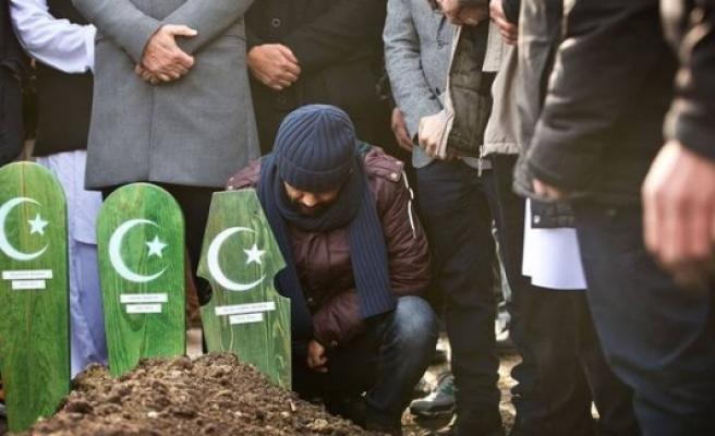 Ahmet, 2 çocuğu ve eşini Malmö'de toprağa verdi...FOTO