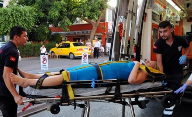 Alanya'da Otomobilin Çarptığı İsveçli Kadın Yaralandı