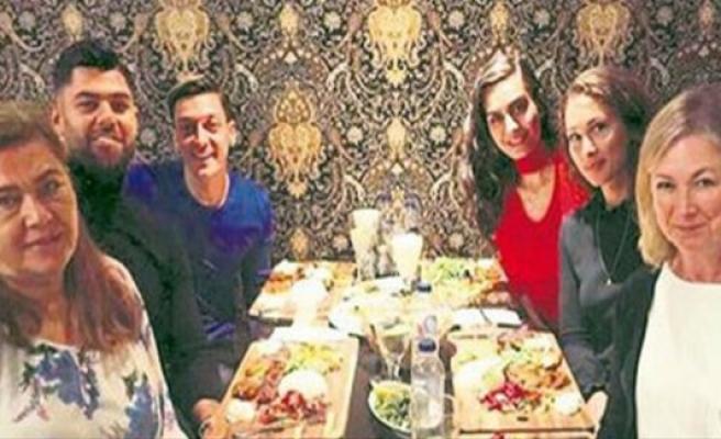 Amine Gülşe kardeşine İsveç'te  2 milyon krona ev aldı!