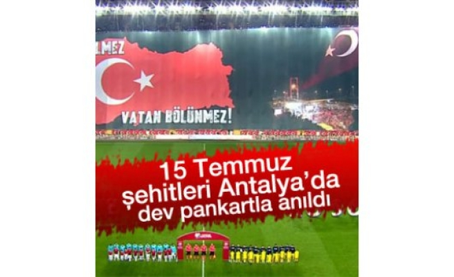 Antalya'da şehitlerimiz için dev pankart