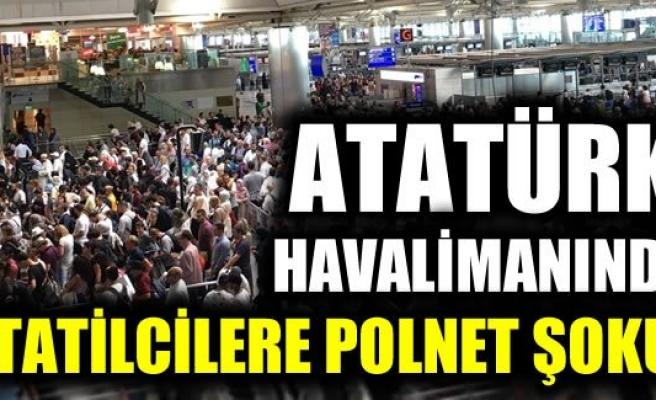 Atatürk Havalimanı'nda tatilciler polnet yoğunluğuna takıldı