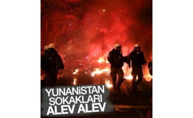 Atina'da sokaklar karıştı