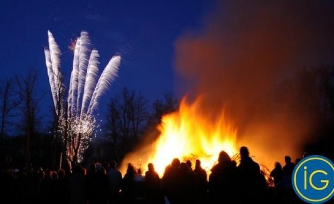 Bahar ateşi İsveç'te 'de göğü aydınlattı