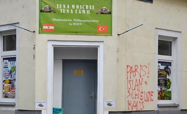 Bir Cami saldırısı da Avusturya'da yapıldı